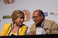 SAO PAULO, SP, 02 JUNHO 2013 - ENTREVISTA COLETIVA -PARADA DO ORGULHO GLBT - A ministra da Cultura, Marta Suplicy e o governador Geraldo Alckmin durante a entrevista coletiva da 17 Parada do Orgulho LGBT no teatro Raul Cortez, na manhã  deste domingo, 02. (FOTO: ADRIANA SPACA / BRAZIL PHOTO PRESS).