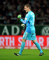 FUSSBALL   1. BUNDESLIGA    SAISON 2012/2013    14. Spieltag   SV Werder Bremen - Bayer 04 Leverkusen                28.11.2012 Torwart Bernd Leno (Bayer 04 Leverkusen) jubelt mit geballter Faust