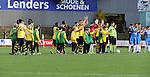 2015-10-25 / Voetbal / Seizoen 2015-2016 / Berchem Sport - Grimbergen / svbo / De spelers van Berchem en enkele jeugdspelertjes groeten de supporters voor aanvang van de wedstrijd tegen Grimbergen<br /><br />Foto: Mpics.be