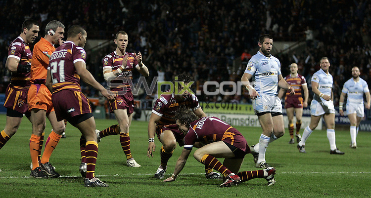 PICTURE BY VAUGHN RIDLEY/SWPIX.COM - Rugby League - Superleague - Huddersfield v Hull FC - Galpharm Stadium, Hull, England  - 06/03/09...Copyright - Simon Wilkinson - 07811267706...Huddersfield's Brett Hodgson scores a try.