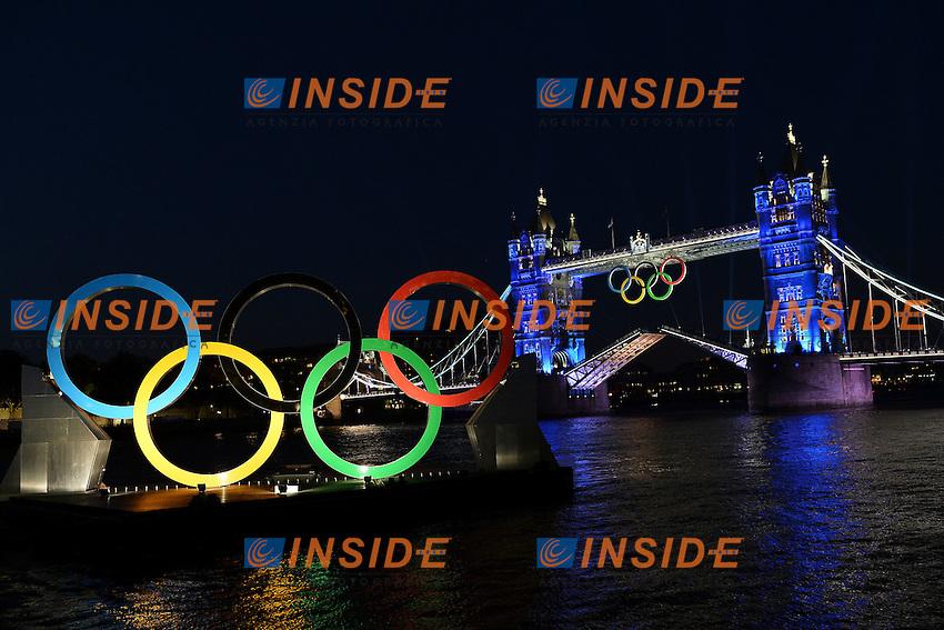 London Bridge at 24 hours of the Opening ceremony of the Olympic Games..London Bridge con i cerchi olimpici in primo piano.London 26/7/2012 .London 2012 Olympic games - Olimpiadi Londra 2012.Foto Andrea Staccioli Insidefoto