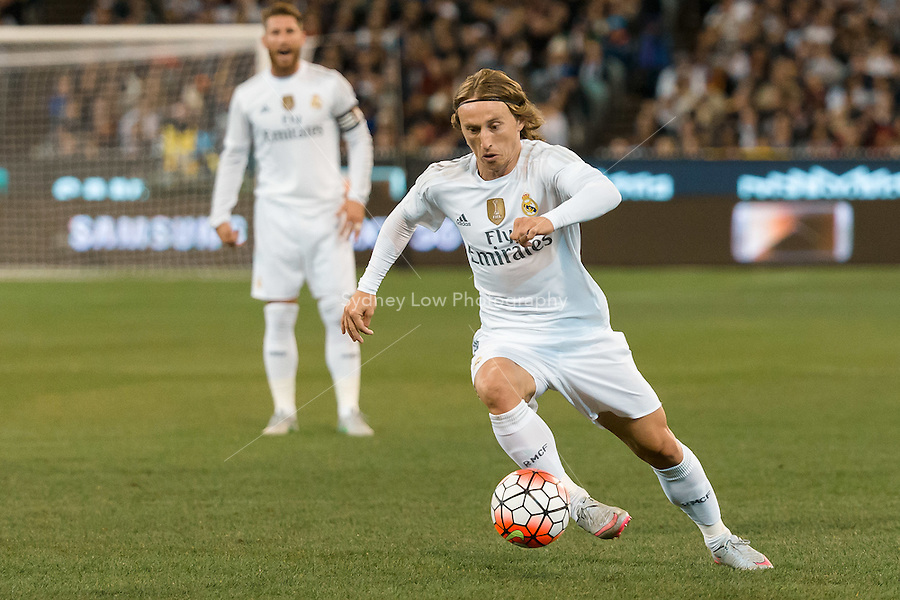 Melbourne, 18 July 2015 - Luka Modrić of Real Madrid controls the ball in game one of the International Champions Cup match at the Melbourne Cricket Ground, Australia. Roma def Real Madrid 7-6 Penalties. Photo Sydney Low/AsteriskImages.com