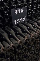Europe/France/Champagne-Ardenne/51/Marne/Mareuil-sur-Ay: Champagnes de la maison Billecard Salmon - Détail vieux millesimes dans les caves