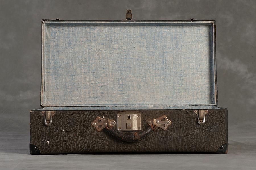 Willard Suitcases / Catherine G / ©2014 Jon Crispin