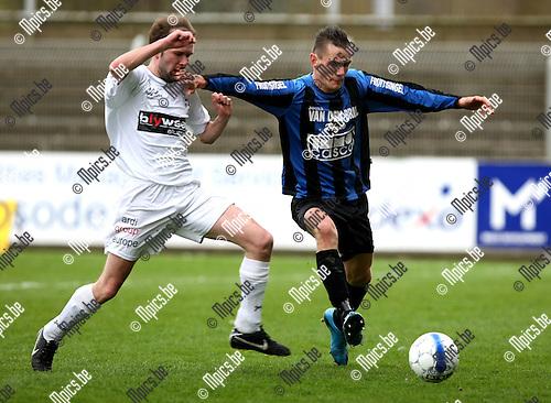 2010-04-11 / Voetbal / seizoen 2009-2010 / Rupel-Boom - VW Hamme / Thomas De Meyer (L, Hamme) met Nick Van der Westerlaken..Foto: mpics