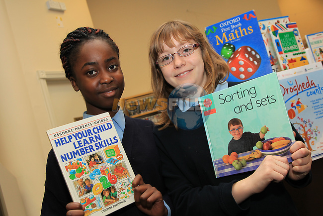 Anji aine.Ana Byrne.at counting with numbers in the library in Drogheda..Picture: Fran Caffrey/www.newsfile.ie.