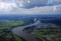 4415/Elbe bei Hamburg: EUROPA, DEUTSCHLAND, HAMBURG, NIEDERSACHSEN (EUROPE, GERMANY), 29.08.2007:Elbe und Landschaft in den Vier und Marschlanden,  geschwungener Fluss, Blick in Richtung Hamburg City, Zentrum, Hohendeicher See, Ortkaten, Hauptdeich, Deich, Bunthaeuser Spitze, Transportweg, Air, Aufwind-Luftbilder..c o p y r i g h t : A U F W I N D - L U F T B I L D E R . de.G e r t r u d - B a e u m e r - S t i e g 1 0 2, .2 1 0 3 5 H a m b u r g , G e r m a n y.P h o n e + 4 9 (0) 1 7 1 - 6 8 6 6 0 6 9 .E m a i l H w e i 1 @ a o l . c o m.w w w . a u f w i n d - l u f t b i l d e r . d e.K o n t o : P o s t b a n k H a m b u r g .B l z : 2 0 0 1 0 0 2 0 .K o n t o : 5 8 3 6 5 7 2 0 9.C o p y r i g h t n u r f u e r j o u r n a l i s t i s c h Z w e c k e, keine P e r s o e n l i c h ke i t s r e c h t e v o r h a n d e n, V e r o e f f e n t l i c h u n g  n u r  m i t  H o n o r a r  n a c h M F M, N a m e n s n e n n u n g  u n d B e l e g e x e m p l a r !.