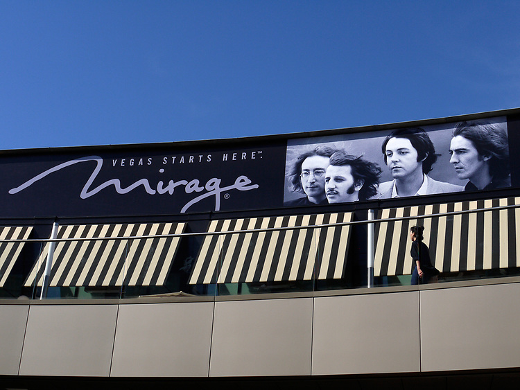 Mirage, Santa Monica Mall