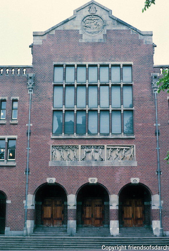 Hendrik Petrus Berlage: Amsterdam Commodities Exchange, 1898-1903. Facade. Photo '87.