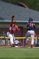 Batavia Muckdogs first baseman Erwin Almonte (25) stretches for a throw as Jhohan Acevedo (28) runs through the bag during a game against the State College Spikes August 23, 2015 at Dwyer Stadium in Batavia, New York.  State College defeated Batavia 8-2.  (Mike Janes/Four Seam Images)