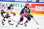 S&ouml;dert&auml;lje 2014-01-06 Ishockey Hockeyallsvenskan S&ouml;dert&auml;lje SK - Malm&ouml; Redhawks :  <br />  S&ouml;dert&auml;ljes William Nylander Altelius i kamp om pucken med Malm&ouml; Redhawks Henrik Hetta <br /> (Foto: Kenta J&ouml;nsson) Nyckelord: