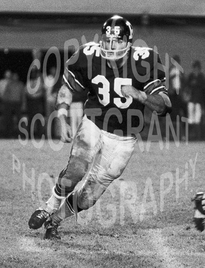 Dennis Duncan Ottawa Rough Riders 1971. Copyright photograph Ted Grant