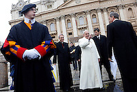 Papa Francesco saluta i fedeli al termine dell'udienza generale del mercoledi' in Piazza San Pietro, Citta' del Vaticano, 22 gennaio 2014.<br /> Pope Francis waves to faithful at the end of his weekly general audience in St. Peter's Square at the Vatican, 22 January 2014.<br /> UPDATE IMAGES PRESS/Riccardo De Luca<br /> <br /> STRICTLY ONLY FOR EDITORIAL USE