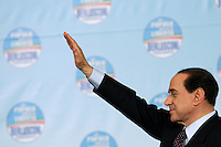 "Il leader del Popolo della Liberta' Silvio Berlusconi chiude la manifestazione ""Donne"" per l'Italia, a Roma, 28 marzo 2008..Leader of the People of Freedom center-right coalition Silvio Berlusconi waves at the end of an electoral rally in Rome, 28 march 2008..UPDATE IMAGES PRESS/Riccardo De Luca"