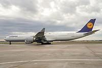 Flugzeug der Lufthansa am Frankfurter Flughafen - Frankfurt 16.10.2019: Eichwaldschule Schaafheim am Frankfurter Flughafen