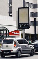 SÃO PAULO, SP, 08 DE FEVEREIRO DE 2012 - CLIMA TEMPO - Termômetro marca 33 graus na tarde desta quarta-feira, na região da avenida Paulista. FOTO: ALEXANDRE MOREIRA - NEWS FREE.