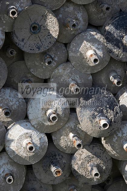 Europe/France/Aquitaine/Gironde/Bassin d'Arcachon/Cap Ferret: détail collecteurs à huitres prés d'un cabanon d'ostréiculteur du Village des Pécheurs