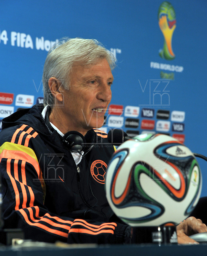 BELLO HORIZONTE  - BRASIL -13-06-2014. Jose Pekerman tecnico de Colombia durante la conferencia de prensa que ofrecio la selccion Colombia de futbol antes de su encuentro contra Grecia en el estadio  Mineirao  .  / Jose Pekerman coach of Colombia during the news conference that offered the Select function Colombia football before their match against Greece at Mineirao stadium. Photo: VizzorImage / Alfredo Gutierrez / Contribuidor