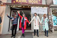 """Das Textilgeschaeft """"Kamil Mode"""" von Hassan Qadri (links im Bild) in Kreuzberg ist von Zwangsraeumung bedroht. Die Kuendigung zum 31. Maerz 2019 durch den Eigentuemer des Hauses am Kottbuser Damm 9, Thorsten Cussler, bedeutet nach 16 Jahren das Aus fuer das Modegschaeft. Cussler will fuer den 61 Quadratmeter grossen Laden zukuenftig ueber 3.000,- Euro Miete, momentan zahlt Hassan Qadri 1.200,- Euro.<br /> Anwohner und Kunden protestieren seit Monaten gegen die Kuendigung, so auch am Freitag den 22. Maerz 2019. Thorsten Cussler beharrt jedoch weiter darauf, dass """"Kamil Mode"""" geschlossen wird.<br /> Im Bild: Eine """"Modenschau"""" zur Unterstuetzung von Hassan Qadri.<br /> 22.3.2019, Berlin<br /> Copyright: Christian-Ditsch.de<br /> [Inhaltsveraendernde Manipulation des Fotos nur nach ausdruecklicher Genehmigung des Fotografen. Vereinbarungen ueber Abtretung von Persoenlichkeitsrechten/Model Release der abgebildeten Person/Personen liegen nicht vor. NO MODEL RELEASE! Nur fuer Redaktionelle Zwecke. Don't publish without copyright Christian-Ditsch.de, Veroeffentlichung nur mit Fotografennennung, sowie gegen Honorar, MwSt. und Beleg. Konto: I N G - D i B a, IBAN DE58500105175400192269, BIC INGDDEFFXXX, Kontakt: post@christian-ditsch.de<br /> Bei der Bearbeitung der Dateiinformationen darf die Urheberkennzeichnung in den EXIF- und  IPTC-Daten nicht entfernt werden, diese sind in digitalen Medien nach §95c UrhG rechtlich geschuetzt. Der Urhebervermerk wird gemaess §13 UrhG verlangt.]"""