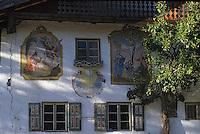 Europe/Autriche/Tyrol/Leutasch: Détail de la façade d'un chalet - peinture de thèmes religieux