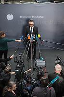 1. Sitzung des Unterausschusses des Verteidigungsausschusses des Deutschen Bundestag als 1. Untersuchungsausschuss am Donnerstag den 14. Februar 2019.<br /> In dem Untersuchungsausschuss zur Berateraffaere soll auf Antrag der Fraktionen von FDP, Linkspartei und Buendnis 90/Die Gruenen der Umgang mit externer Beratung und Unterstuetzung im Geschaeftsbereich des Bundesministeriums fuer Verteidigung aufgeklaert werden. Anlass der Untersuchung sind Berichte des Bundesrechnungshofs ueber Rechts- und Regelverstoesse im Zusammenhang mit der Nutzung derartiger Leistungen.<br /> Einziger Tagesordnungspunkt war die Konstituierung des Unterausschusses als Untersuchungsausschuss.<br /> Im Bild: Tobias Lindner, Obmann der Fraktion von Buendnis 90/Die Gruenen.<br /> 14.2.2019, Berlin<br /> Copyright: Christian-Ditsch.de<br /> [Inhaltsveraendernde Manipulation des Fotos nur nach ausdruecklicher Genehmigung des Fotografen. Vereinbarungen ueber Abtretung von Persoenlichkeitsrechten/Model Release der abgebildeten Person/Personen liegen nicht vor. NO MODEL RELEASE! Nur fuer Redaktionelle Zwecke. Don't publish without copyright Christian-Ditsch.de, Veroeffentlichung nur mit Fotografennennung, sowie gegen Honorar, MwSt. und Beleg. Konto: I N G - D i B a, IBAN DE58500105175400192269, BIC INGDDEFFXXX, Kontakt: post@christian-ditsch.de<br /> Bei der Bearbeitung der Dateiinformationen darf die Urheberkennzeichnung in den EXIF- und  IPTC-Daten nicht entfernt werden, diese sind in digitalen Medien nach §95c UrhG rechtlich geschuetzt. Der Urhebervermerk wird gemaess §13 UrhG verlangt.]