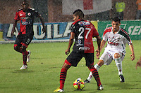 CÚCUTA -COLOMBIA, 09-08-2013.  Victor uribe (I) jugador del Cucuta Deportivo disputa el balón con Leonardo Pico (D) de Patriotas, durante partido  por la fecha 3 de la Liga Postobon II disputado en el estadio General Santander de la ciudad de Cucuta, julio 26 de 2013./  Victor Uribe (L) Cucuta Deportivo player fights for the ball with Leonardo Pico (R) of Patriotas during match of the third date for the Postobon League II at the General Santander Stadium in Cucuta city, July 1th, 2013. Photo: VizzorImage/Manuel Hernandez/STR