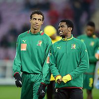 FUSSBALL   INTERNATIONAL   Testspiel    Albanien - Kamerun       14.11.2012 Samuel Eto o (re, Kamerun) und Joel Matip (Kamerun) beim Aufwaermen