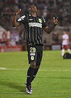 BUENOS AIRES - ARGENTINA - 24-02-2016: Marlos Moreno, jugador de Atletico Nacional de Colombia, celebra el gol anotado a Huracan de Argentina, durante partido de la Primera Fecha del Grupo 4 por la Segunda Fase, entre Huracan y Atletico Nacional de la Copa Bridgestone Libertadores 2016 en el Estadio Tomas A Duco, de la ciudad de Buenos Aires.  / Marlos Moreno, player of Atletico Nacional of Colombia, celebrates the goal scored against Huracan of Argentina, during a match for the first date of the Group 4 for the second phase between Huracan and Atletico Nacional of Colombia for the Bridgestone Libertadores Cup 2016, in the Tomas A Duco, Stadium, in Buenos Aires city. Photo: JamMedia / Marcelo Frias / VizzorImage / Cont