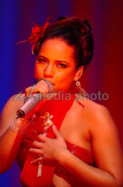 16 April 2005 - Washington D.C. - Alicia Keys. 'The Diary of Alicia KeysTour' 2005 held at DAR Constitution Hall. Photo Credit: Laura Farr/AdMedia