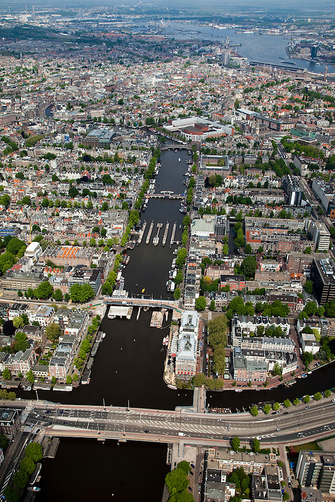 Nederland, Amsterdam, Centrum, 25-05-2010. Overzicht van de binnenstad met aan de Amstel het Amstelhotel, Carre en Magere brug. Onder in beeld  de Torontobrug, midden boven de Stopera..Overview of the city, the river Amstel..luchtfoto (toeslag), aerial photo (additional fee required).foto/photo Siebe Swart