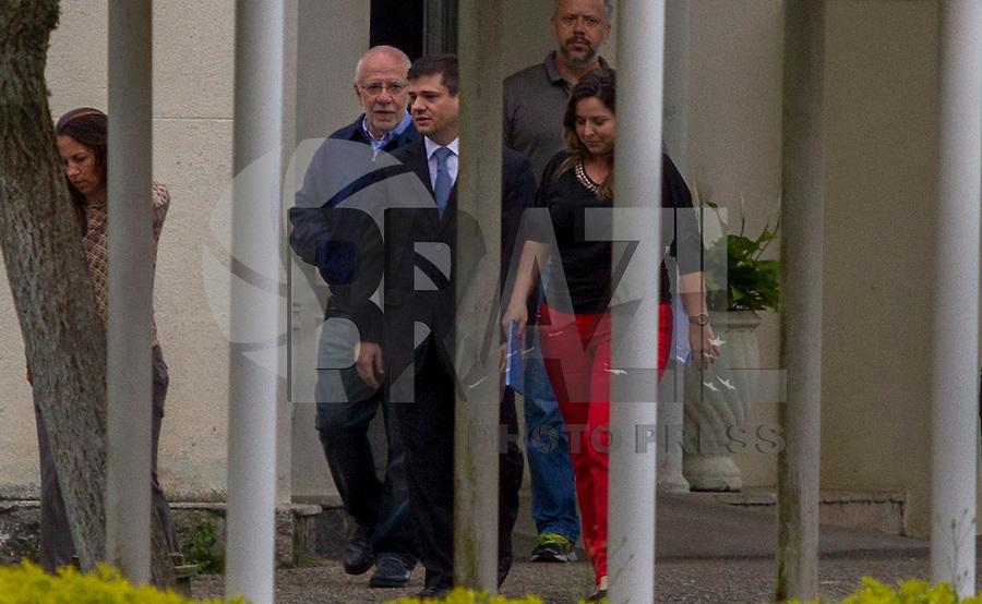CURITIBA,PR, 16.10.2015 - LAVA-JATO -  O executivo Alexandrino Alencar, ligado à Odebrecht deixa  o  Complexo Médico Penal (CMP) em Pinhais (PR), região metropolitana de Curitiba,na ma tarde desta sexta-feira (16), após o Supremo Tribunal Federal (STF) deferir liminarmente o pedido de habeas corpus para o executivo. Ele foi preso no dia 19 de junho na Operação Erga Omnes, 14ª fase da Lava Jato. (Foto: Paulo Lisboa / Brazil Photo Press)