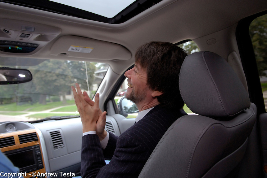 USA. Luverne.  6th September 2007.Ken Burns driving into Luverne..©Andrew Testa/Panos for Newsweek