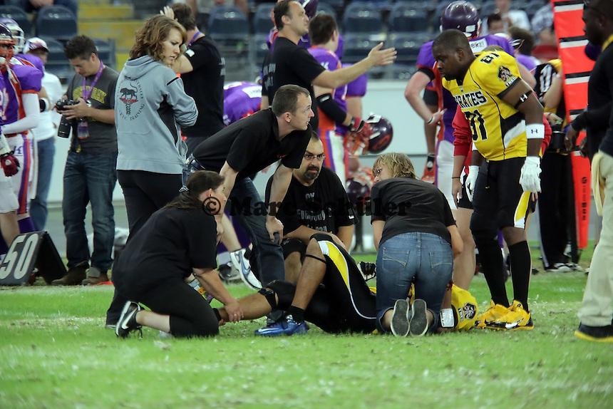 WR Dominic Wies (Pirates) hat sich verletzt und musste abtransportiert werden - Frankfurt Bembel: Frankfurt Pirates vs. Frankfurt Universe, Commerzbank Arena