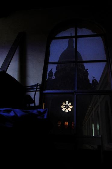 """""""Recuerdo nuestras tardes de café, arte y algo más; cuando el frío empañaba los cristales de aquella habitación, y sólo tu risa interrumpía nuestra silenciosa tertulia. Ya no queda nada; todo se fue contigo"""".<br /> <br /> Estudio en San Diego / iglesia de los sacramentinos, Santiago de Chile.<br /> <br /> EDICIÓN LIMITADA / LIMITED EDITION (10)"""