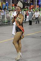 SÃO PAULO, SP, 16.02.2015  CARNAVAL 2015  SÃO PAULO  GRUPO DE ACESSO / PEROLA NEGRA  Theba Pitylla da escola de samba Pérola Negra durante desfile do grupo de acesso do Carnaval de São Paulo, na madrugada desta segunda-feira, (16). (Foto: Marcos Moraes / Brazil Photo Press).