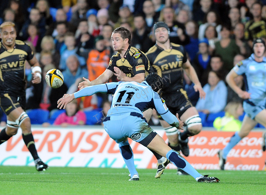 Osprey's Shane Williams (c) offloads the ball while under pressure from Cardiff's Tom James. Cardiff Blues V Osprays, Magner's League  © Ian Cook IJC Photography, 07599826381,  iancook@ijcphotography.co.uk, www.ijcphotography.co.uk.