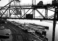 1960. Verschillende binnenschepen in de haven van Antwerpen. Onder andere Arkansas, Rijnschelde, Jobefra.