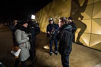 GroKo oder NoGroKo? &ndash; Diskussionsveranstaltung der Jusos Marzahn-Hellersdorf, Jusos Lichtenberg und Jusos Treptow-Koepenick mit dem Juso-Vorsitzenden Kevin Kuehnert am Dienstag den 20. Februar 2018 in Berlin-Hellersdorf.<br /> Im Bild: Kevin Kuehnert wird vor der Veranstaltung interviewt.<br /> 2.2.2018, Berlin<br /> Copyright: Christian-Ditsch.de<br /> [Inhaltsveraendernde Manipulation des Fotos nur nach ausdruecklicher Genehmigung des Fotografen. Vereinbarungen ueber Abtretung von Persoenlichkeitsrechten/Model Release der abgebildeten Person/Personen liegen nicht vor. NO MODEL RELEASE! Nur fuer Redaktionelle Zwecke. Don't publish without copyright Christian-Ditsch.de, Veroeffentlichung nur mit Fotografennennung, sowie gegen Honorar, MwSt. und Beleg. Konto: I N G - D i B a, IBAN DE58500105175400192269, BIC INGDDEFFXXX, Kontakt: post@christian-ditsch.de<br /> Bei der Bearbeitung der Dateiinformationen darf die Urheberkennzeichnung in den EXIF- und  IPTC-Daten nicht entfernt werden, diese sind in digitalen Medien nach &sect;95c UrhG rechtlich geschuetzt. Der Urhebervermerk wird gemaess &sect;13 UrhG verlangt.]