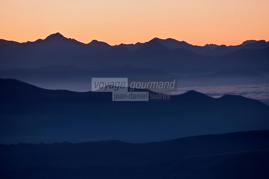 Europe/France/Midi-Pyrénées/65/Hautes-Pyrénées/ Env de Saint-Lary-Soulan: Depuis le Col de Portet: la Vallée d'Aure à l'aube