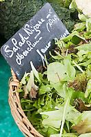 Europe/France/Provence-Alpes-Côte d'Azur/06/Alpes-Maritimes/Nice:  Mesclun sur un étal du marché du Cours Saleya