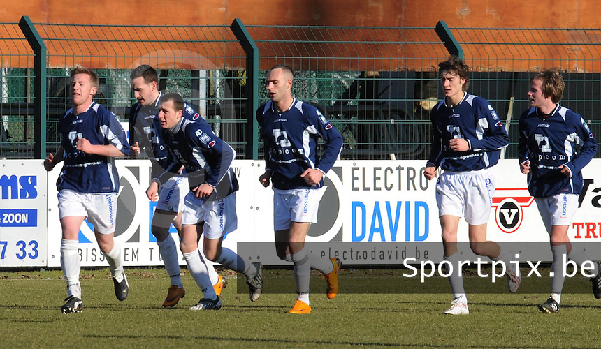 SWI Harelbeke - BS Poperinge ..vreugde na de 0-1 van Poperinge..foto VDB / BART VANDENBROUCKE