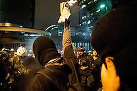 SAO PAULO, SP, 23.08.2013 -Protesto contra a revista Veja na cidade de São Paulo (SP), nesta sexta-feira (23). A manifestação questiona a veracidade nas matérias públicas na revista. Integrantes do Black Bloc também participam do evento que teve concentração no Largo da Batata.Adriano Lima / Brazil Photo Press