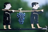 Europe/France/Champagne-Ardenne/51/Marne/Hautvilliers: Détail enseigne d'un vigneron - Grappe de raisin - Champagne de la vallée de la Marne