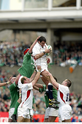 MARTIN JOHNSON jumps in the line for the ball, Ireland 6 v ENGLAND 42, Six Nations Championship, Lansdowne Road, Dublin, 030330. Photo: Neil Tingle/Action Plus..2003 .rugby Union.player players.lineout lineouts line-out line-outs out outs jump jumping................