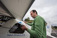 """Start der Luftrettungsmission der Seenotrettungsorganisation Seawatch.<br /> Das SAR Flugzeug der zivilen Seenotrettungsorganisation Seawatch startete am Dienstag den 21. Juni 2016 vom Fluplatz Eberswalde-Finow zur Luftrettungsmission im Mittelmeer. Die Organisation Seawatch und die schweizer """"Piloteninitiative"""" wollen die Rettung von schiffsbruechigen Fluechtlingen im Mittelmeer damit unterstuetzen und vor der Lybischen Kueste nach Fluechtlingen in Seenot suchen. Finanziert wurde das Projekt durch Spenden.<br /> Im Bild: Der Seawatch-Gruender Harald Hoeppner.<br /> 21.6.2016, Eberswalde-Finow<br /> Copyright: Christian-Ditsch.de<br /> [Inhaltsveraendernde Manipulation des Fotos nur nach ausdruecklicher Genehmigung des Fotografen. Vereinbarungen ueber Abtretung von Persoenlichkeitsrechten/Model Release der abgebildeten Person/Personen liegen nicht vor. NO MODEL RELEASE! Nur fuer Redaktionelle Zwecke. Don't publish without copyright Christian-Ditsch.de, Veroeffentlichung nur mit Fotografennennung, sowie gegen Honorar, MwSt. und Beleg. Konto: I N G - D i B a, IBAN DE58500105175400192269, BIC INGDDEFFXXX, Kontakt: post@christian-ditsch.de<br /> Bei der Bearbeitung der Dateiinformationen darf die Urheberkennzeichnung in den EXIF- und  IPTC-Daten nicht entfernt werden, diese sind in digitalen Medien nach §95c UrhG rechtlich geschuetzt. Der Urhebervermerk wird gemaess §13 UrhG verlangt.]"""