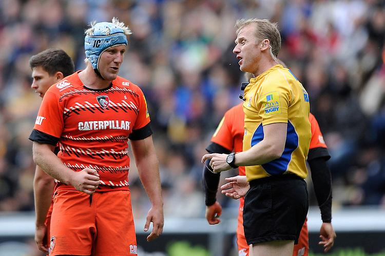 Jordan Crane of Leicester Tigers speaks to Referee Wayne Barnes