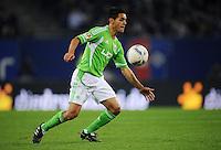 FUSSBALL   1. BUNDESLIGA   SAISON 2011/2012    10. SPIELTAG Hamburger SV - VfL Wolfsburg                                22.10.2011 JOSUE (VfL Wolfsburg) Einzelaktion am Ball