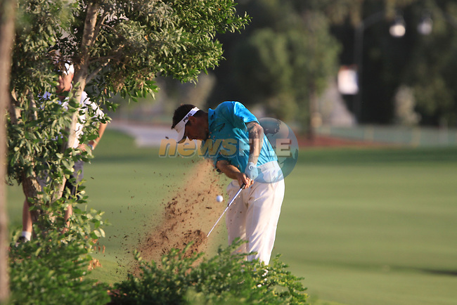 Lee Westwood plays his ball from the rough on the 18th hole during the opening round of Day 1 at the Dubai World Championship Golf in Jumeirah, Earth Course, Golf Estates, Dubai  UAE, 19th November 2009 (Photo by Eoin Clarke/GOLFFILE)
