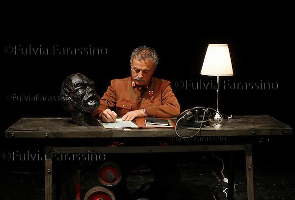 Franco Branciaroli, fotografato durante le prove dello spettacolo teratrale: &quot;Processo e morte di Stalin&quot;<br /> Milano 12 giugno 2011