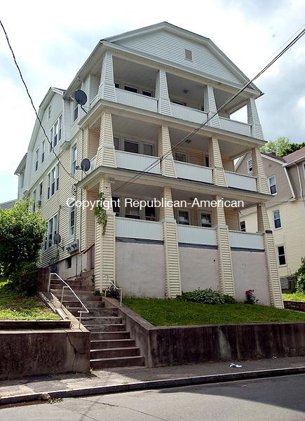 WATERBURY, CT 14 JUNE 2013--061413JS01-Waterbury police conducted a drug raid on this home at 151-153 Draher Street in Waterbury. <br />  Jim Shannon Republican American